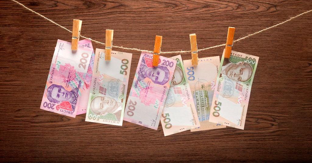 отмыванием денег
