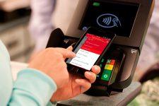 Крупный банк позволит снимать наличку в банкоматах с помощью смартфона