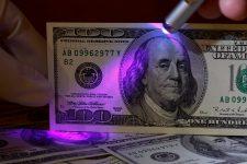 Украину заполонили фальшивые доллары высокого качества — НБУ