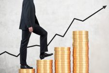 Зарплата членов правления Нацбанка выросла в полтора раза