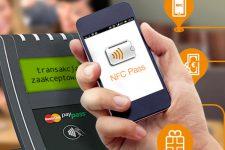 Полмиллиона поляков платят смартфонами в магазинах