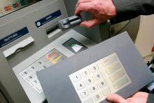 Осторожно, скимминг: как не стать жертвой банкоматных мошенников
