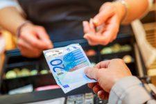 Карты или банкноты: исследование показало, как платят европейцы