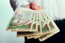 НБУ будет регулировать работу ломбардов и страховых компаний