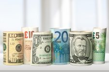 Нацбанк упростил порядок ввоза иностранной валюты в Украину