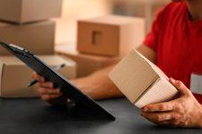 Затратно и неэффективно: Укрпошта об ограничениях на посылки из-за рубежа