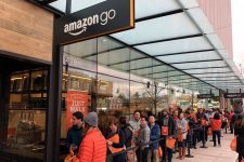 Amazon планирует открыть тысячи магазинов без касс