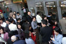 $2,5 млрд наличными: почему китайцы опустошают банкоматы в Гонконге