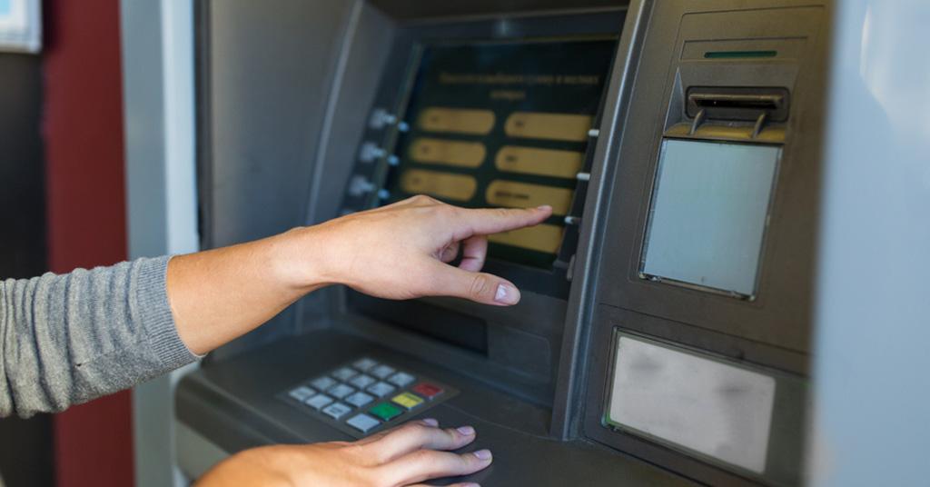 банкоматы в школах