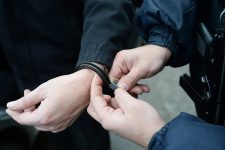 Бизнес «под ключ»: в Киеве задержали вооруженного интернет-мошенника