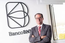В Европе можно открыть банковский счет через видеоконференцию