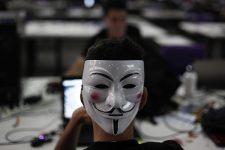 Хакеры начали продавать селфи своих жертв