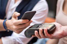 Украинцы стали чаще использовать смартфоны для оплаты