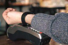 Известные бренды внедрят платежи в новые коллекции часов