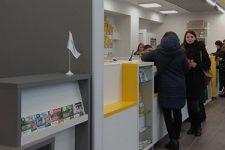 Быстрый сервис и примерочные: Укрпошта открыла отделение нового формата