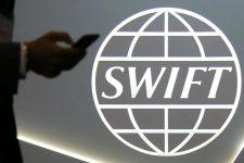 Российские банки могут отключить от SWIFT