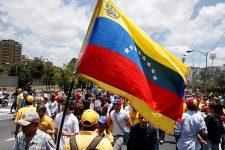 В Венесуэле из-за дефицита наличных появились местные валюты