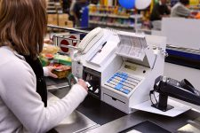 Британских торговцев будут поощрять за предоставление услуги снятия наличных на кассе