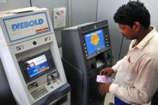 Ажиотаж с наличными: в Индии население опустошает банкоматы