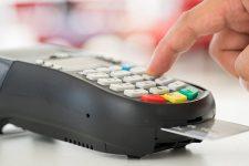 Всех торговцев в Украине обяжут принимать оплату картами