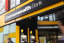 Крупный банк поможет клиентам накопить деньги, анализируя их поведение