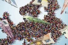 Украинские мигранты перевели на родину крупную сумму денег