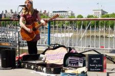 Уличные музыканты будут принимать к оплате карты