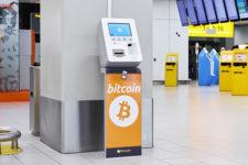 В аэропорту установили криптоматы чтобы туристы не увозили местную валюту с собой