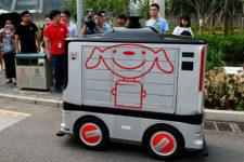 На дорогах Пекина появились роботы-курьеры
