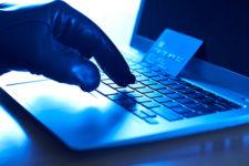 Хакеры похитили данные клиентов ведущего финансового холдинга