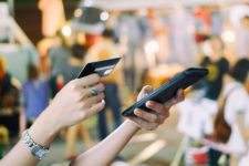 Смартфон или карта: какой вариант оплаты предпочитают потребители