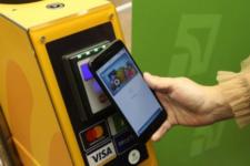 Прощайте, жетоны: в метро Киева 70% поездок оплачивают картами
