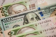 Покупка или продажа: какие операции с валютой совершали украинцы в мае