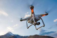 Представлено систему для отслеживания дронов с помощью смартфона