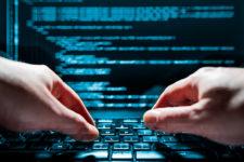 Украинская киберполиция разоблачила международную хакерскую группировку — видео