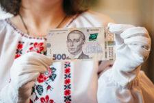 Украинцев призвали меньше пользоваться наличными из-за дефицита купюр