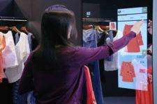 В Китае представили смарт-зеркало, которое поможет создать модный образ