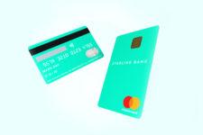 Популярный мобильный банк выпустил карту с необычным дизайном