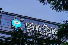 Alibaba потратит $700 млн на покупку сервиса денежных переводов