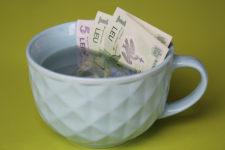 Деньги из полимера: особенности и проверка на износоустойчивость (видео)