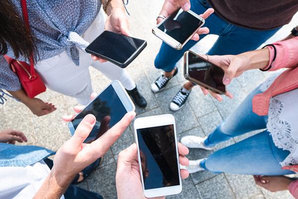 Як перекинути гроші з телефону на телефон – корисний лайфхак
