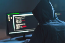 Названы ТОП-7 уловок мошенников для кражи денег с банковских карт