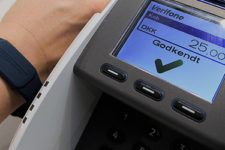 Создан чип, который превратит часы или браслет в кредитную карту