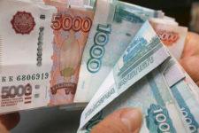 Валютная паника в РФ: люди массово забирают вклады из банков