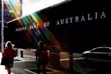 Наличные — для экстренных случаев: Австралия отказывается от банкнот
