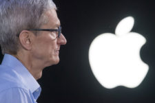 Apple готовит к выпуску новый бюджетный iPhone — Bloomberg