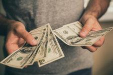 Украинцы сдают валюту – данные НБУ