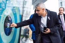 В Лондоне установили десятки терминалов для безналичных пожертвований