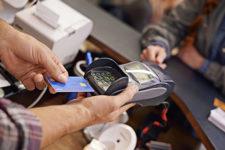 В Украине задержали торговцев, которые крали деньги с карт клиентов