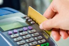 Украинцы стали чаще использовать платежные карты